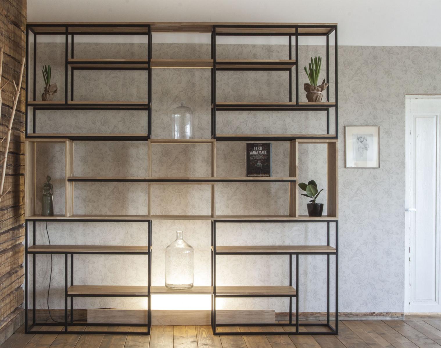 Teraskonstruktsioonis-riiul-tamm-raamaturiiul-metall-ja-puit-2